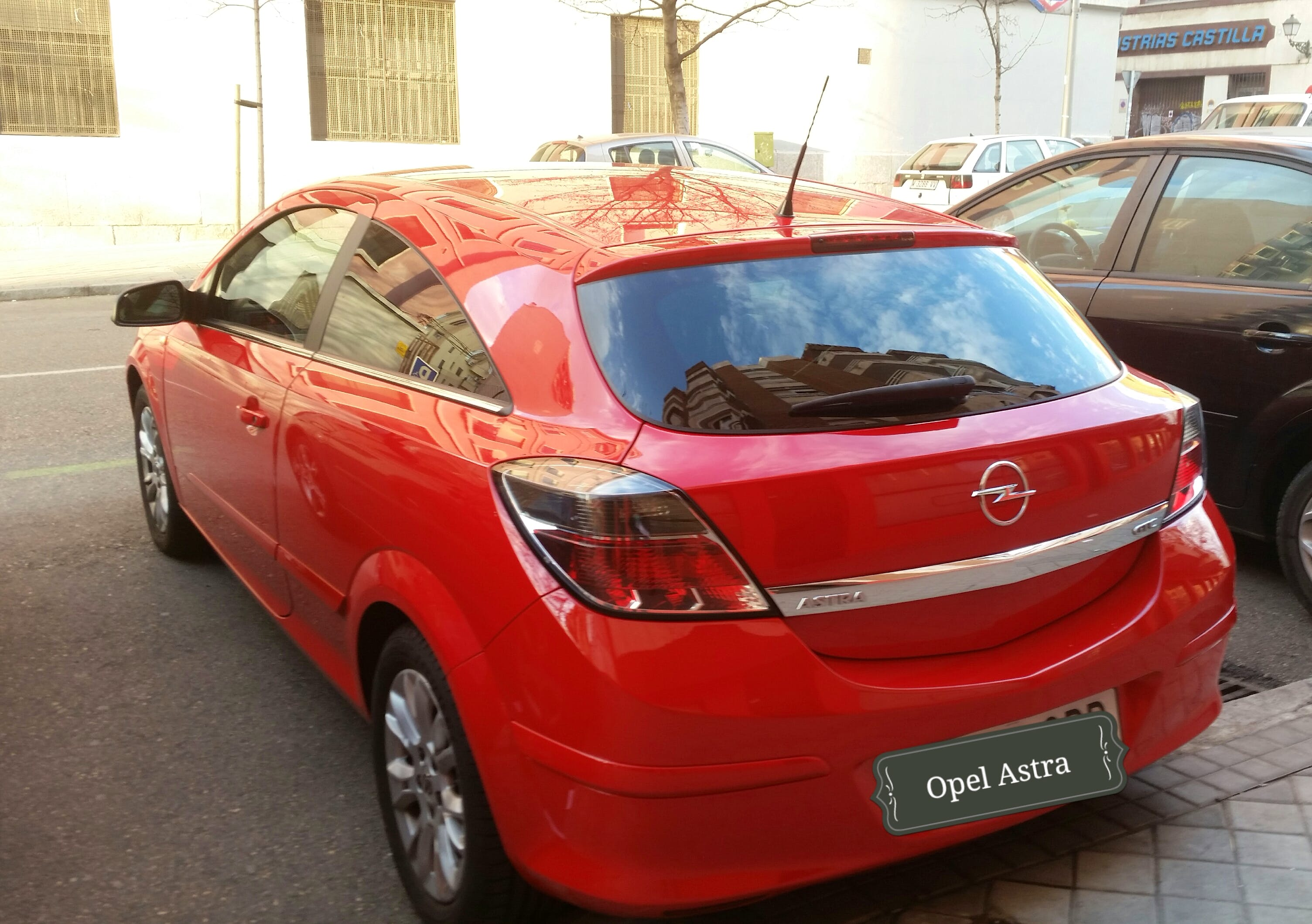 Opel Astra GTC 1.7 CDTI ENJOY con Reproductor de CD