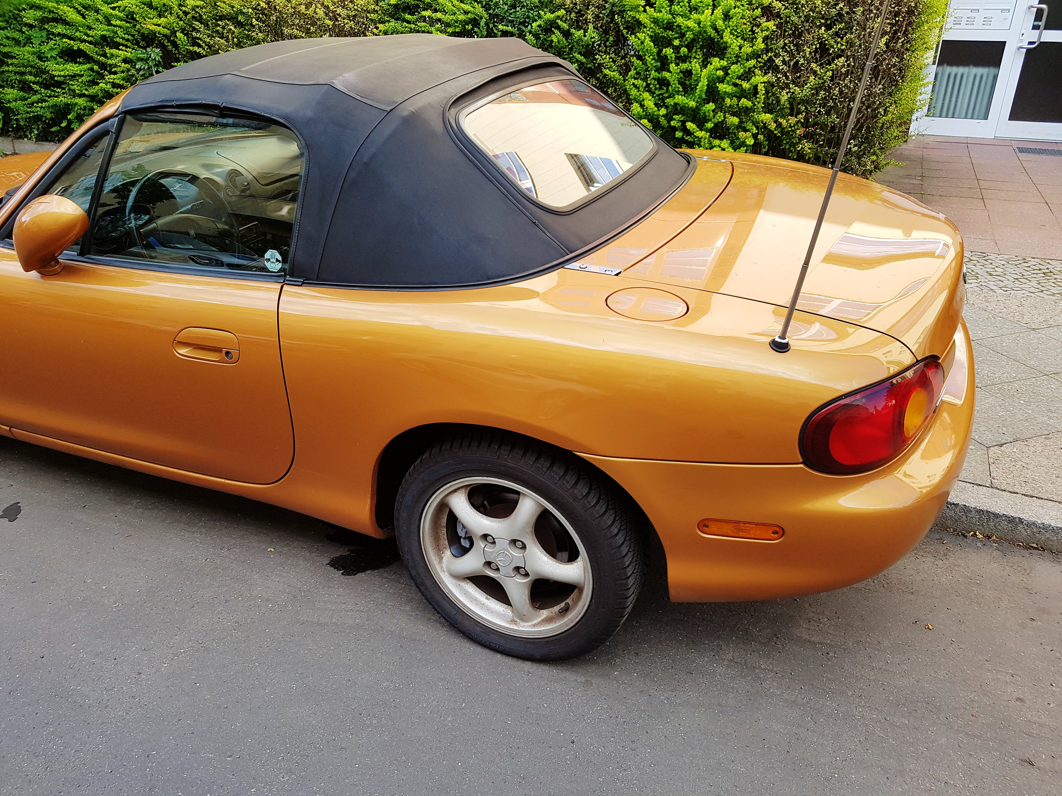 Mazda MX-5 Roadster Gold - Kate