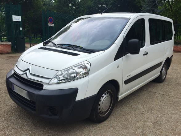 Location minibus citroen jumpy multispace 2007 diesel 9 for Interieur jumpy 9 places