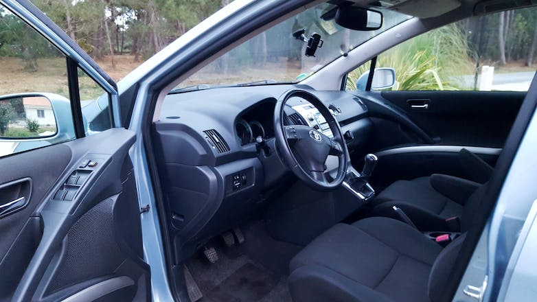 location toyota corolla verso 2006 diesel paris 17 rue des chaufourniers. Black Bedroom Furniture Sets. Home Design Ideas