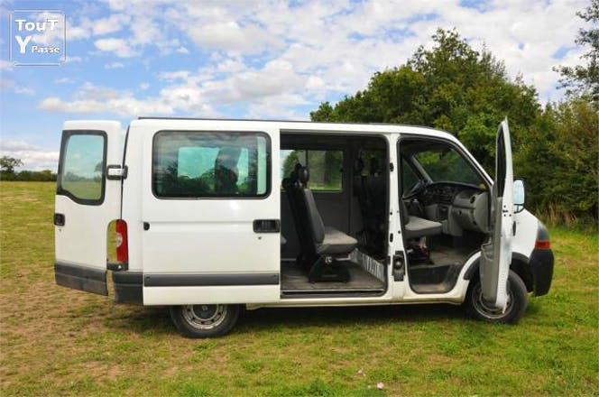 location minibus renault master combi 2006 diesel 9 places. Black Bedroom Furniture Sets. Home Design Ideas