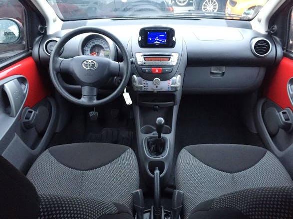 location toyota aygo 2011 villeurbanne 44 rue antonin perrin. Black Bedroom Furniture Sets. Home Design Ideas