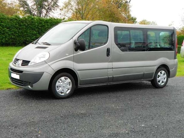 location minibus renault trafic passenger 2017 diesel 9 places marignane a roport marseille. Black Bedroom Furniture Sets. Home Design Ideas