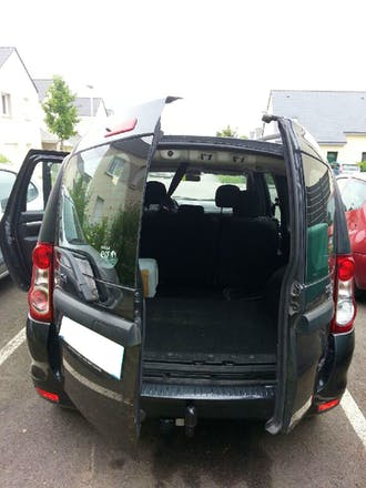 location dacia logan 2010 diesel rennes all e de chevr. Black Bedroom Furniture Sets. Home Design Ideas