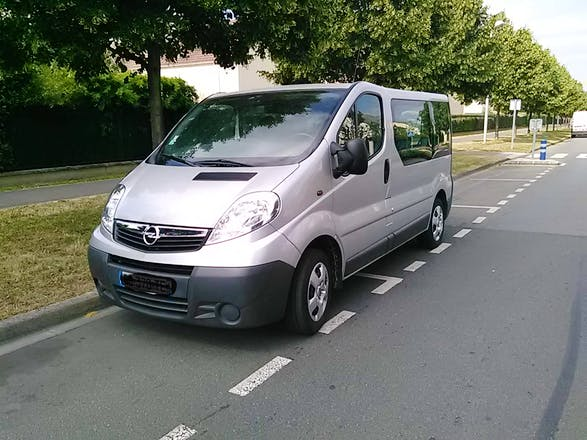 location minibus opel vivaro combi 2010 diesel 9 places montgeron montgeron crosne montgeron. Black Bedroom Furniture Sets. Home Design Ideas