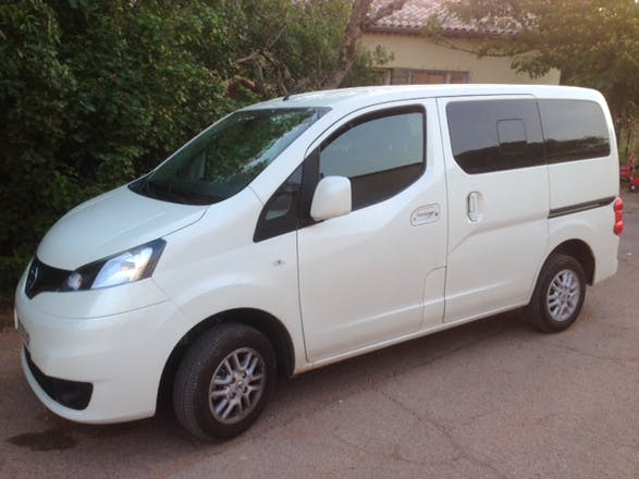 location minibus nissan e nv200 evalia 2015 diesel 7 places le muy 2349 route d 39 aix en provence. Black Bedroom Furniture Sets. Home Design Ideas