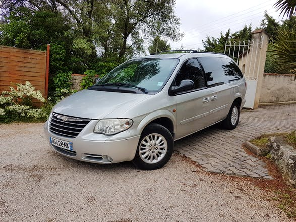 location chrysler grand voyager 2006 diesel automatique 7 places aubagne gare d 39 aubagne. Black Bedroom Furniture Sets. Home Design Ideas