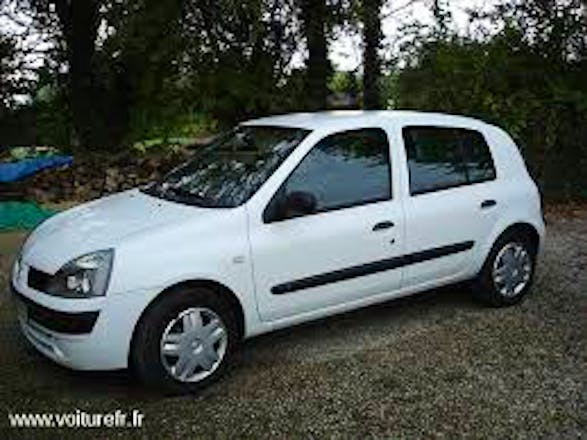 location renault clio 2002 diesel avignon 1 place borodine. Black Bedroom Furniture Sets. Home Design Ideas
