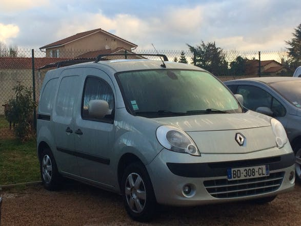 location utilitaire renault kangoo express 2010 diesel villeurbanne 149 rue francis de pressens. Black Bedroom Furniture Sets. Home Design Ideas