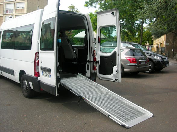 location utilitaire renault master 2011 diesel 7 places. Black Bedroom Furniture Sets. Home Design Ideas