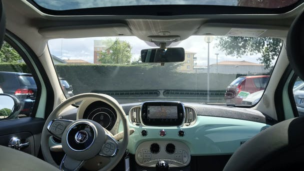 Fiat 500 GPS USB Bluetooth avec Entrée audio / iPod