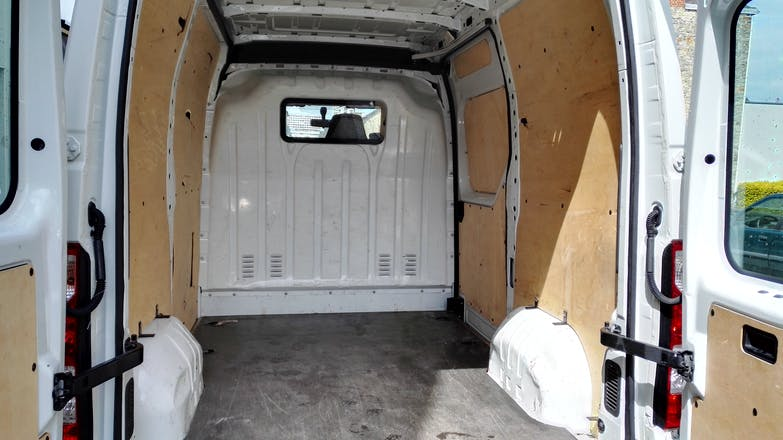location utilitaire renault master 2012 diesel rennes 18 rue roger henri guerrand. Black Bedroom Furniture Sets. Home Design Ideas