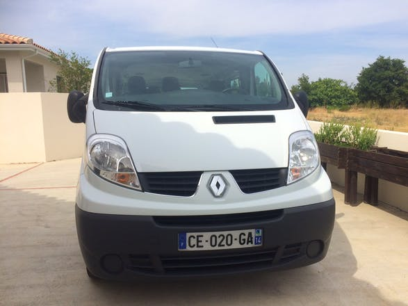 location minibus renault trafic passenger 2012 diesel 9 places baho 13 rue de la font santa. Black Bedroom Furniture Sets. Home Design Ideas