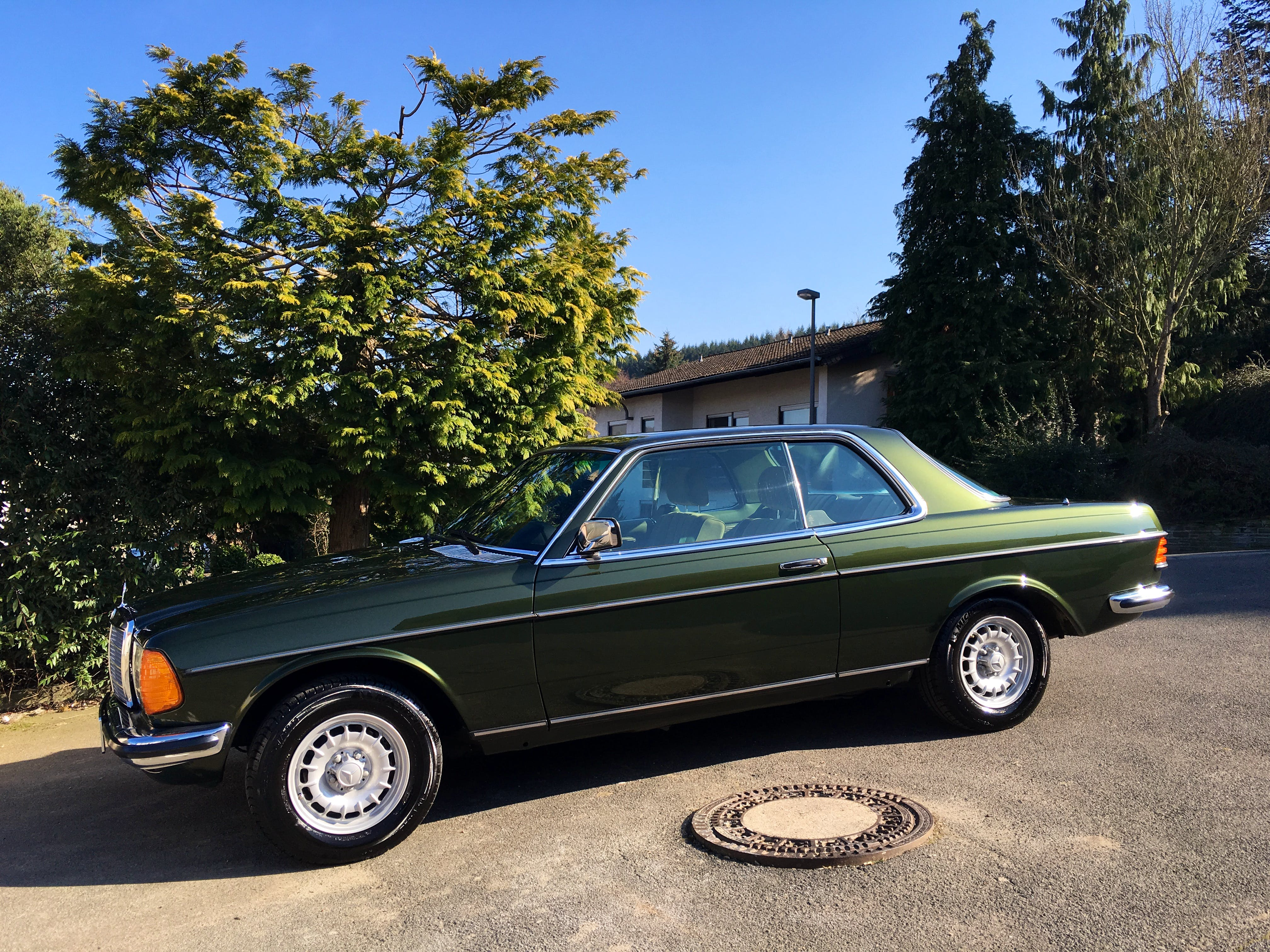 Mercedes W123 230CE Automatic mit CD-Player