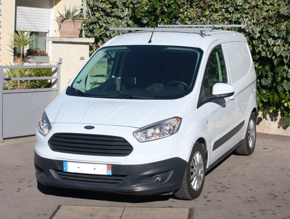 location utilitaire ford transit courier fourgon 2015 diesel montpellier 5 rue pierre boissier. Black Bedroom Furniture Sets. Home Design Ideas