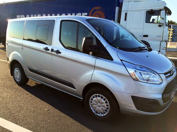 location minibus ford transit custom kombi 2015 diesel 8 places trappes 1 all e du theatre. Black Bedroom Furniture Sets. Home Design Ideas