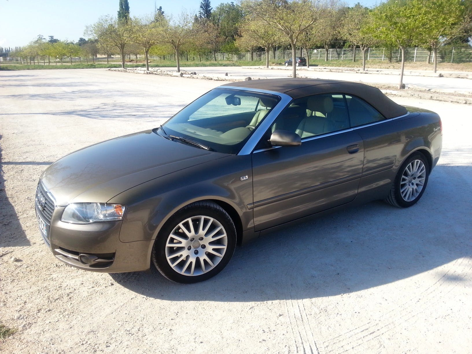 location audi a4 cabriolet 2006 automatique  u00e0 paris  porte