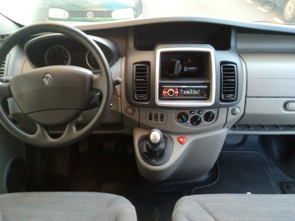 location minibus renault trafic passenger 2010 diesel 9 places aix en provence 13 square abb. Black Bedroom Furniture Sets. Home Design Ideas