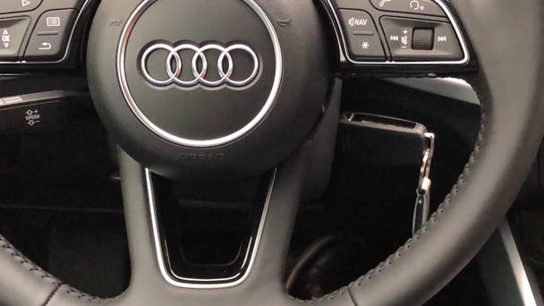 Audi Q2 mit CD-Player