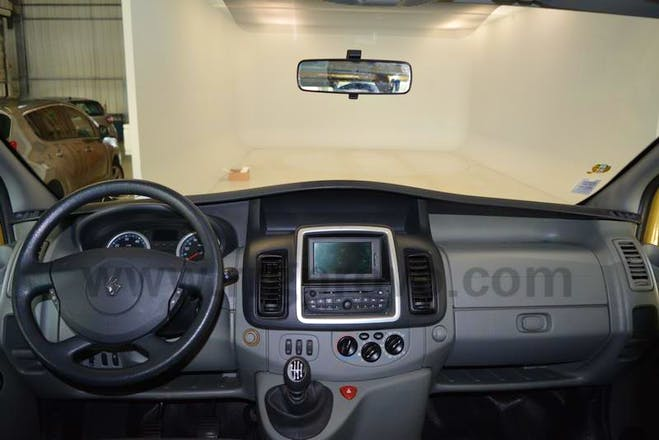 location minibus renault trafic passenger 2012 diesel 9 places floirac 6 rue pinel. Black Bedroom Furniture Sets. Home Design Ideas