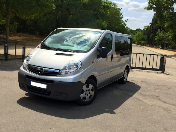 location minibus opel vivaro combi 2012 diesel 9 places paris 17 rue de tocqueville. Black Bedroom Furniture Sets. Home Design Ideas