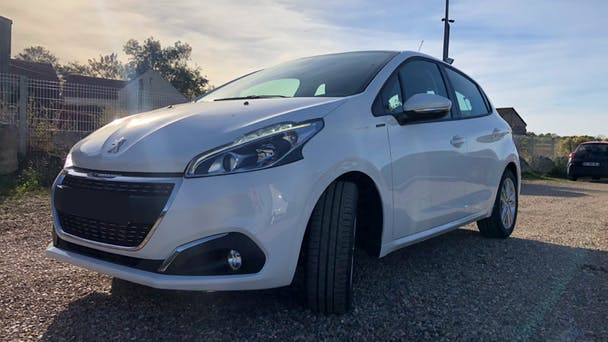 Peugeot 208 (135) Signature Puretech 82CH Radio, Clim, Bluetooth, Carplay, 2018, Essence