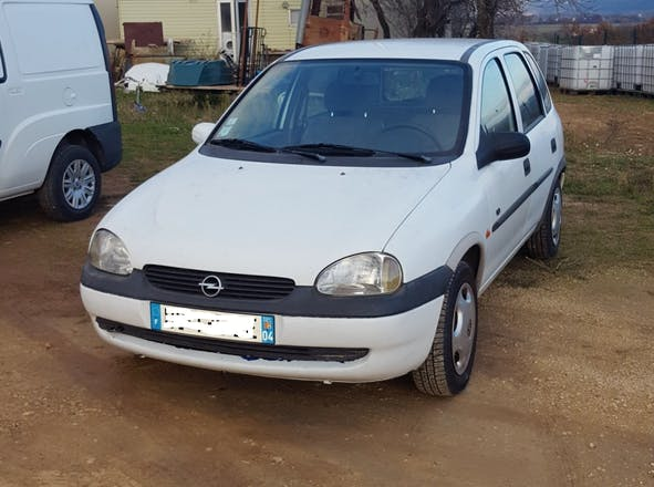 location opel corsa 1997 diesel st tulle za des bastides blanches. Black Bedroom Furniture Sets. Home Design Ideas