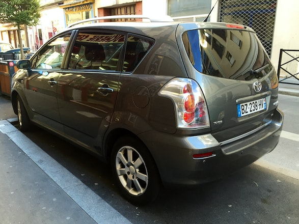 location toyota corolla verso 2007 diesel 7 places clichy. Black Bedroom Furniture Sets. Home Design Ideas