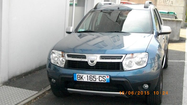 location dacia duster 2011 diesel chessy 1 place des passagers du vent. Black Bedroom Furniture Sets. Home Design Ideas