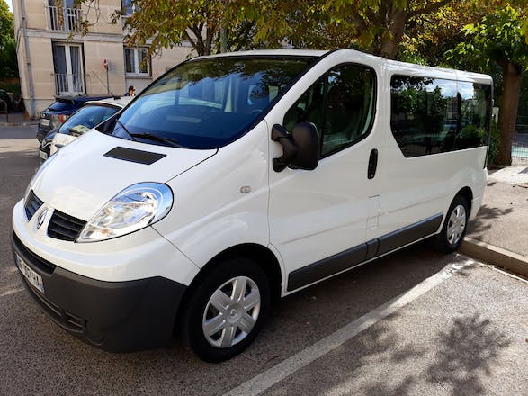 location minibus renault trafic passenger 2009 diesel 9 places marseille 21 boulevard du. Black Bedroom Furniture Sets. Home Design Ideas