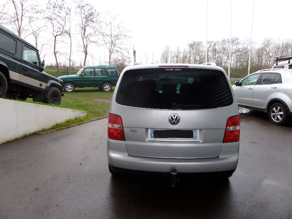 location volkswagen touran 2005 diesel 7 places saint. Black Bedroom Furniture Sets. Home Design Ideas