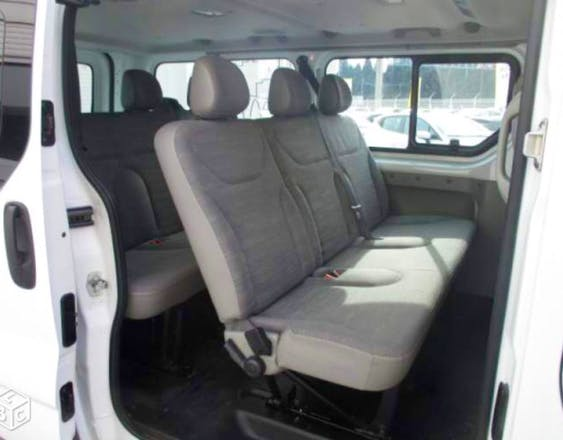 location minibus renault trafic passenger 2012 diesel 9. Black Bedroom Furniture Sets. Home Design Ideas