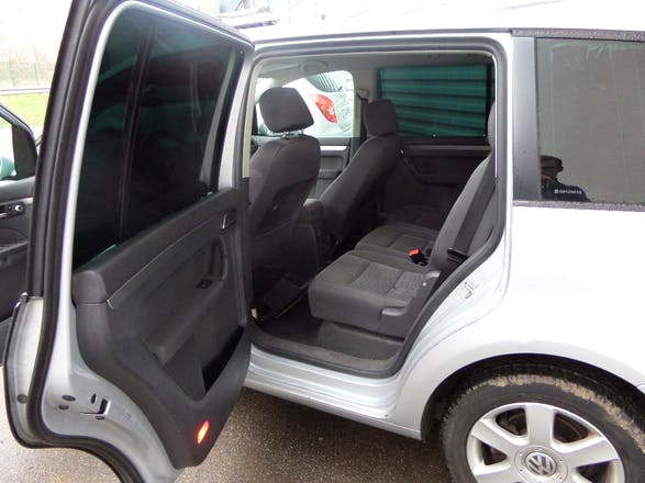 Location volkswagen touran 2005 diesel 7 places saint for Touran interieur 7 places
