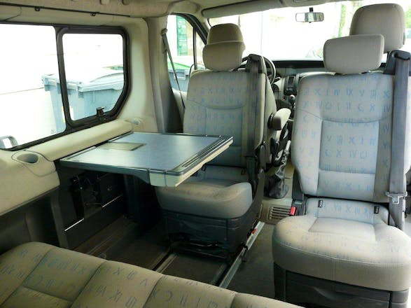 location minibus renault trafic passenger 2005 diesel 7 places rennes 8 rue guynemer. Black Bedroom Furniture Sets. Home Design Ideas
