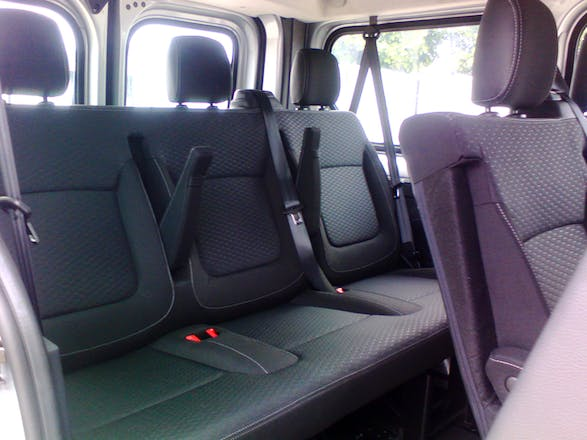 location minibus opel vivaro combi 2015 diesel 9 places pulnoy 3 rue mend s france. Black Bedroom Furniture Sets. Home Design Ideas