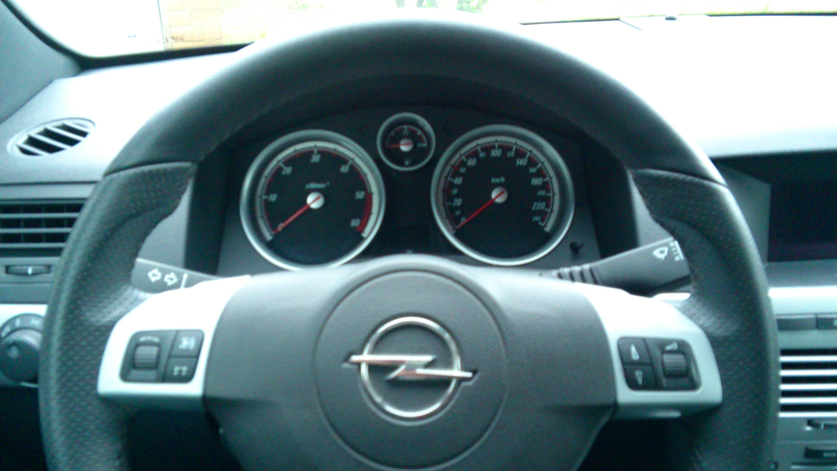 Opel Astra GTC mit CD-Player