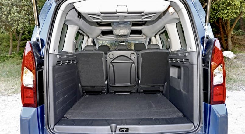 vehicule avec grand coffre 28 images 4x4 7 places avec. Black Bedroom Furniture Sets. Home Design Ideas