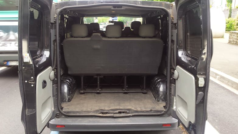 location minibus renault trafic passenger 2010 diesel 9 places paris rue pernety. Black Bedroom Furniture Sets. Home Design Ideas