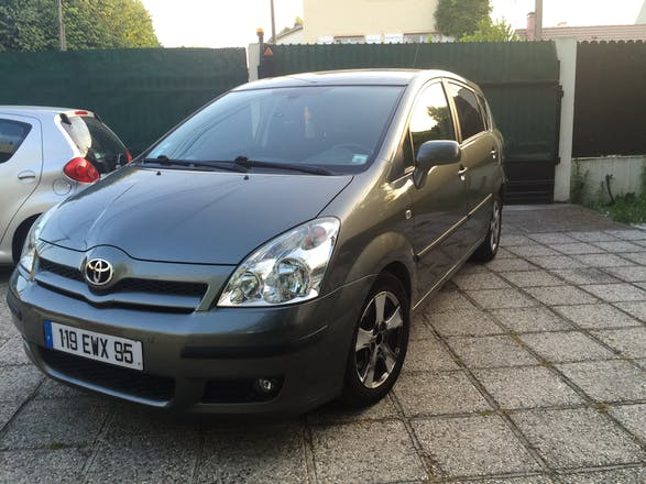 location toyota corolla verso 2007 diesel 7 places. Black Bedroom Furniture Sets. Home Design Ideas