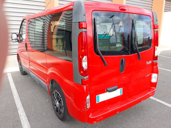 location minibus renault trafic passenger 2009 diesel 9 places a ix en provence 1 avenue mas. Black Bedroom Furniture Sets. Home Design Ideas