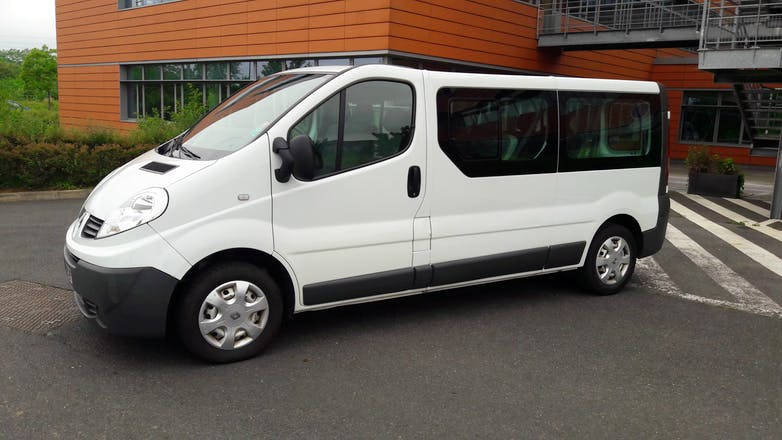 location minibus renault trafic passenger 2010 diesel 9 places s vres place de la manufacture. Black Bedroom Furniture Sets. Home Design Ideas