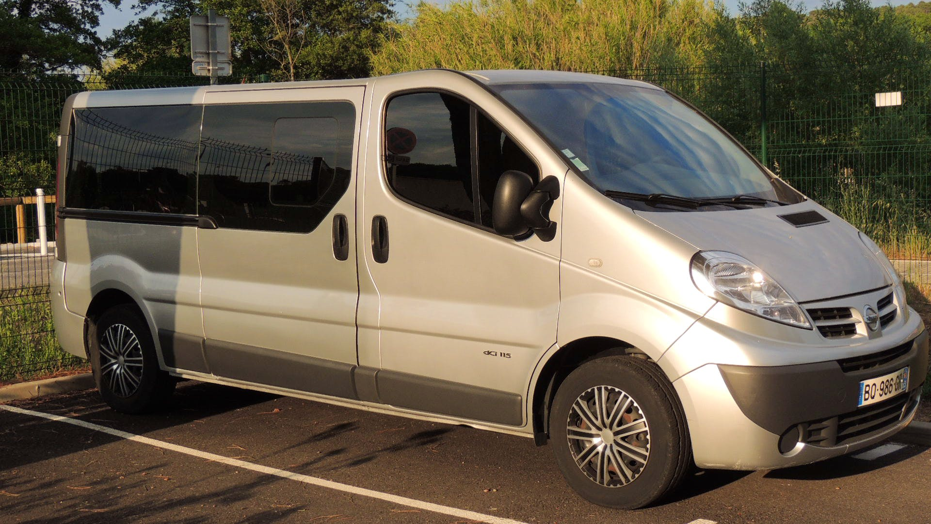 location minibus nissan primastar 2011 diesel 9 places  u00e0 gassin  route du bourrian