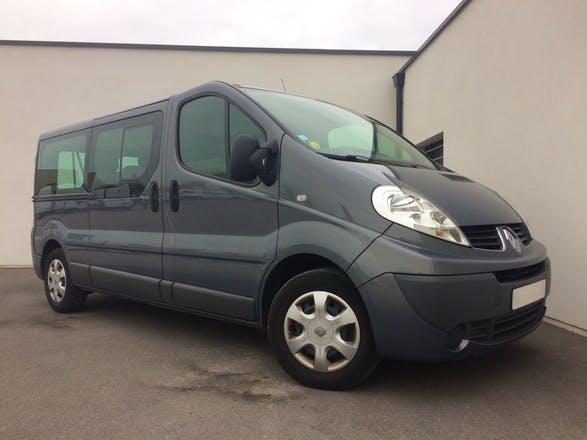 location minibus renault trafic passenger 2014 diesel 9 places calais 200 pierre clostermann. Black Bedroom Furniture Sets. Home Design Ideas