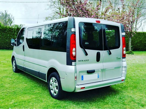 location minibus renault trafic passenger 2012 diesel 9 places le grand quevilly avenue des. Black Bedroom Furniture Sets. Home Design Ideas