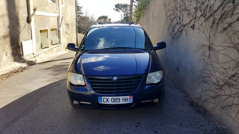 location chrysler grand voyager 2006 diesel automatique 7 places n mes 33 chemin de la. Black Bedroom Furniture Sets. Home Design Ideas
