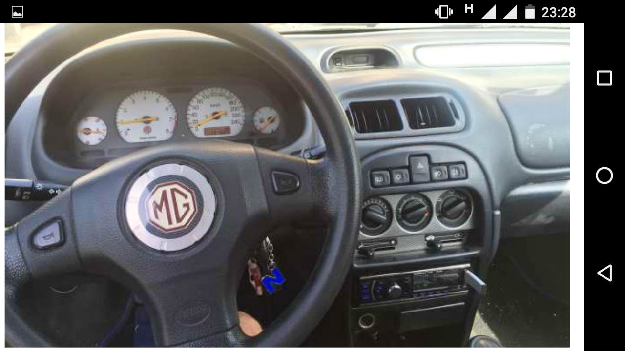 MG Rover ZR con Entrada de Audio/iPod