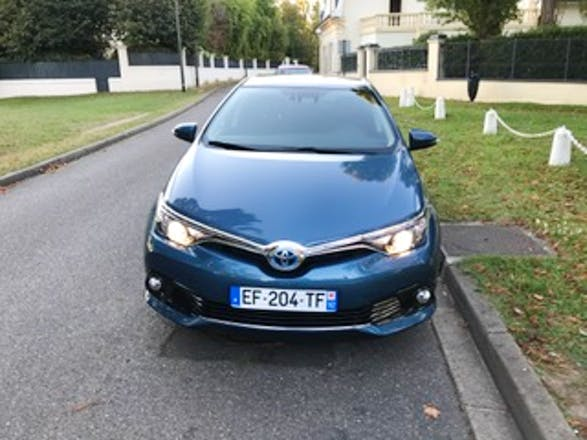 location toyota auris 2016 hybride automatique colombes 11 rue la fayette 92700 colombes. Black Bedroom Furniture Sets. Home Design Ideas