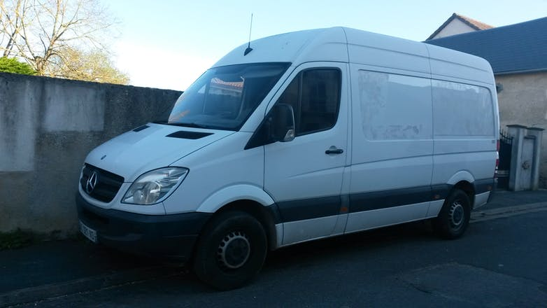 location utilitaire mercedes sprinter 2009 diesel bourges 96 rue cuvier. Black Bedroom Furniture Sets. Home Design Ideas