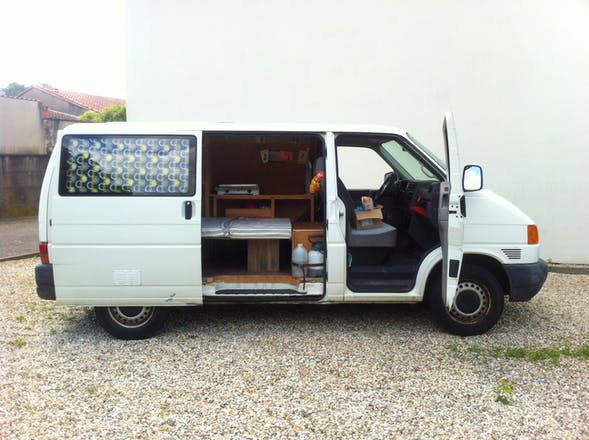 location volkswagen transporter 2000 diesel b gles rue louis denis mallet. Black Bedroom Furniture Sets. Home Design Ideas