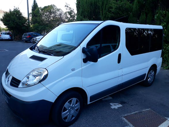location minibus renault trafic passenger 2009 diesel 9 places aix en provence 13 square abb. Black Bedroom Furniture Sets. Home Design Ideas